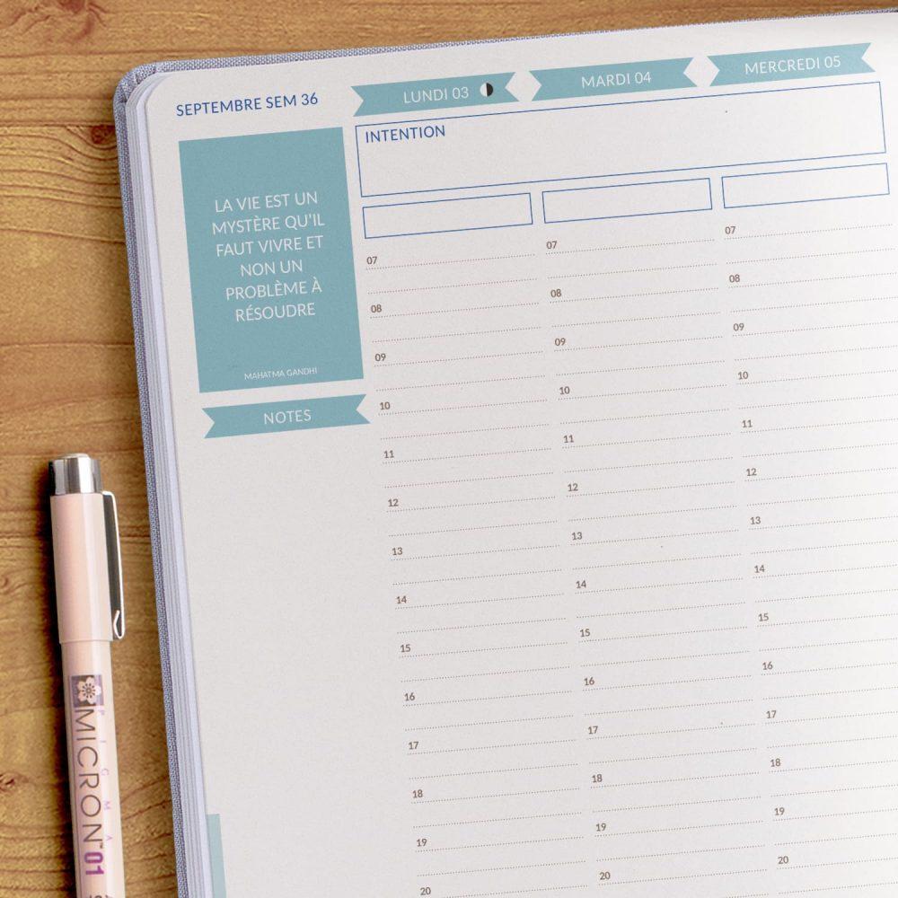 """Chaque début du mois, trois emplacements sont dédiés aux listes """"to do"""" du mois à venir. Personnalisez le titre de la liste vous-même."""