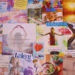 Un assemblage d'images, de photos et d'affirmations de ses rêves, objectifs, et plus généralement de ce qui vous rend heureux.